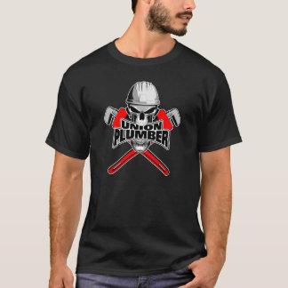 連合鉛管工: スカルおよびパイプレンチ Tシャツ