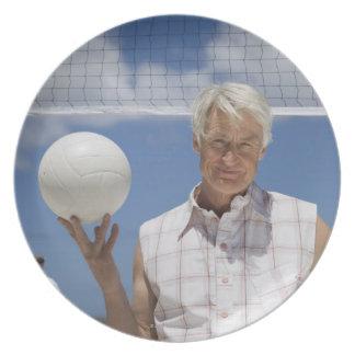 連発の球を握る成長した人のポートレート プレート