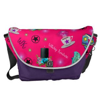 週の#ModernWitchLifeのピンクのプリント旅行バッグ メッセンジャーバッグ