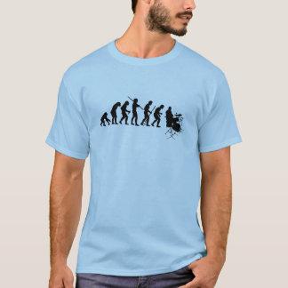 進化をドラムをたたくこと Tシャツ