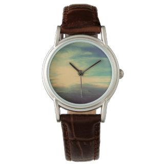 進歩の輝くな雲の腕時計 腕時計