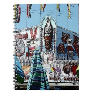 遊園地の軽食の立場古い果樹園のビーチ ノートブック