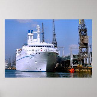 """遊航船""""Astoria""""、サウサンプトン、イギリス ポスター"""