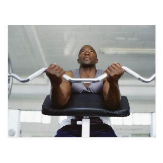 運動している中間の大人の人の低い角度意見 ポストカード