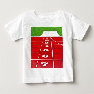 運動競技連続したトラックベビーのTシャツ ベビーTシャツ