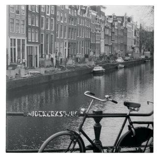 運河による自転車 正方形タイル大