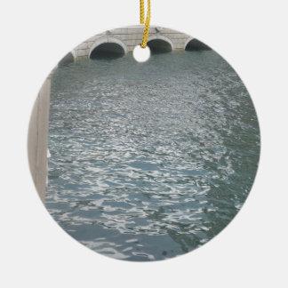 運河のまわりのレプリカのヴィンテージのヨーロッパの建物 セラミックオーナメント