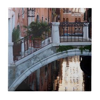 運河上の橋 タイル