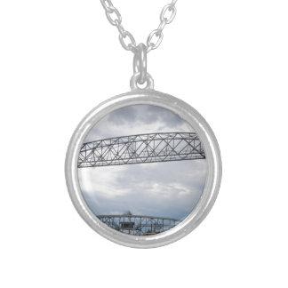 運河公園の空気の上昇橋 シルバープレートネックレス