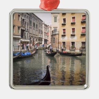 運河、ベニス、イタリアのゴンドラ メタルオーナメント