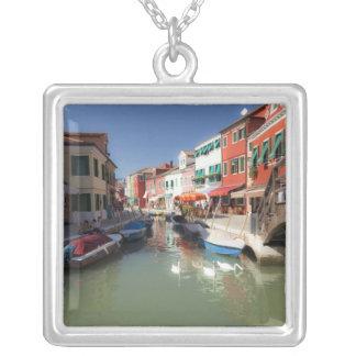 運河、Buranoの島、ベニス、イタリア2の白鳥 シルバープレートネックレス
