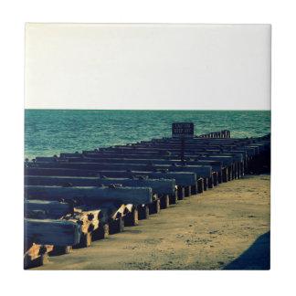 過去の桟橋 タイル