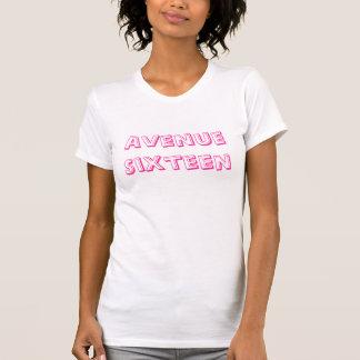道16の口紅のTシャツ Tシャツ