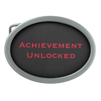 達成によって鍵を開けられるベルトの留め金 卵形バックル
