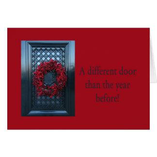 違うなドア-クリスマスのリースの新しい住所カード カード