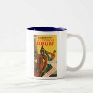 違うなドラム-オリジナル1967の陽気なロマンス小説 ツートーンマグカップ