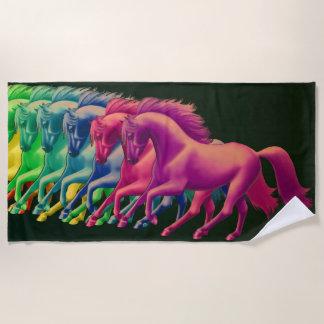 違うな色のビーチタオルの馬 ビーチタオル