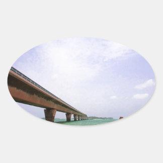 遠い橋に余りに水をまいて下さい 楕円形シール