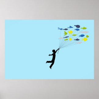 遠くにな保有物の熱帯魚の気球を浮かべている男の子 ポスター