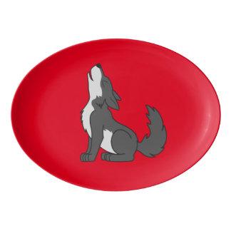 遠ぼえしているオオカミの子犬 磁器大皿