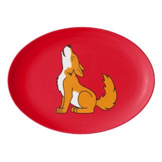 遠ぼえしているオレンジオオカミ子犬 磁器大皿