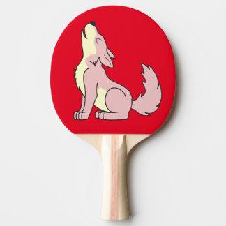 遠ぼえしている淡いピンクのオオカミ子犬 卓球ラケット