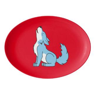 遠ぼえしている淡いブルーのオオカミ子犬 磁器大皿