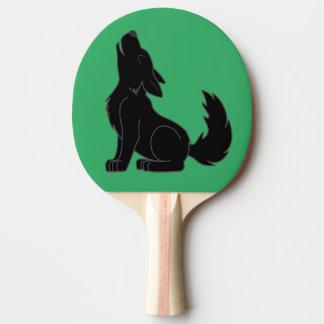 遠ぼえしている無地ので黒いオオカミ子犬 卓球ラケット