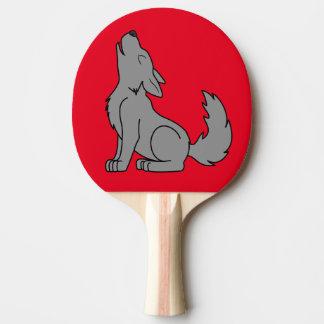 遠ぼえしている無地のなオオカミの子犬 卓球ラケット