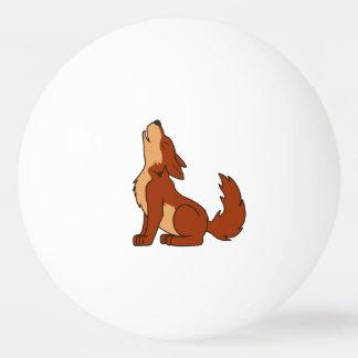 遠ぼえしている自然なアメリカアカオオカミの子犬 卓球ボール
