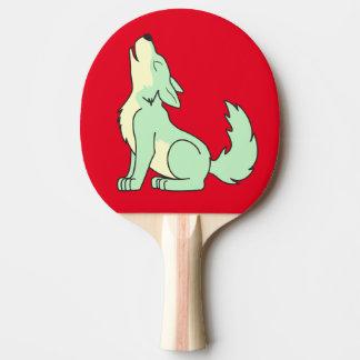 遠ぼえしている薄緑のオオカミ子犬 卓球ラケット