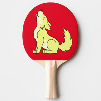 遠ぼえしている薄黄色のオオカミ子犬 卓球ラケット