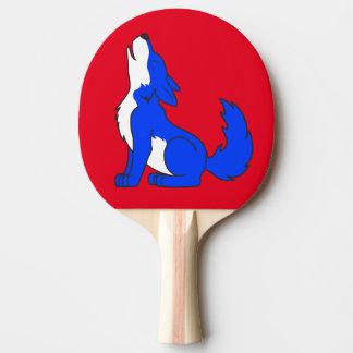 遠ぼえしている青いオオカミ子犬 卓球ラケット