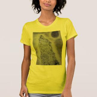 遠ぼえのオオカミのデザイン Tシャツ