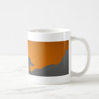 遠ぼえのオオカミのマグ コーヒーマグカップ