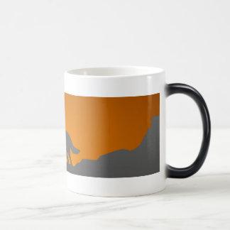 遠ぼえのオオカミの変形させるマグ マジックマグカップ