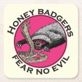 邪悪なラーテルのおもしろいなピンク動物のデザインを恐れないで下さい スクエアペーパーコースター