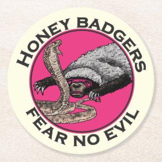 邪悪なラーテルのおもしろいなピンク動物のデザインを恐れないで下さい ラウンドペーパーコースター