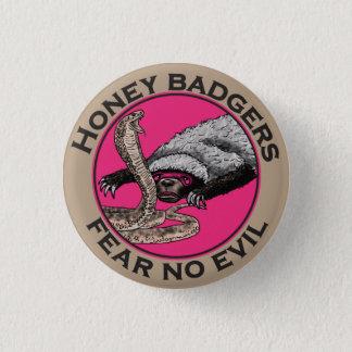 邪悪なラーテルのおもしろいなピンク動物のデザインを恐れないで下さい 3.2CM 丸型バッジ