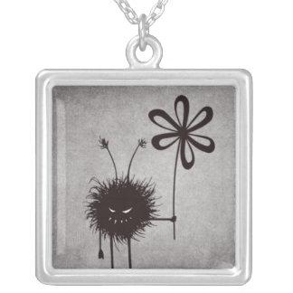 邪悪な花の虫のヴィンテージ シルバープレートネックレス