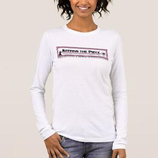 部分の長袖によって合われるTシャツを保つこと 長袖Tシャツ