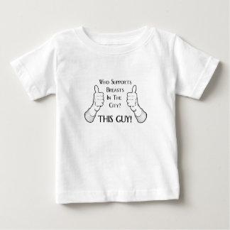 都市この人の胸 ベビーTシャツ