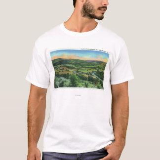 都市のサリバンの山景色 Tシャツ