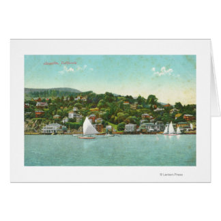 都市の水辺地帯の眺め、帆ボート カード