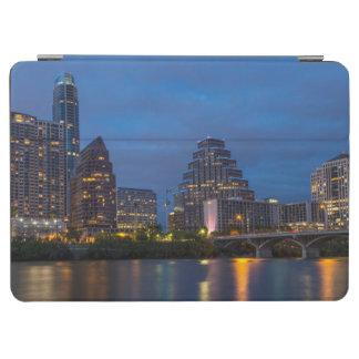 都市スカイラインは女性にBird Lake反映します iPad Air カバー