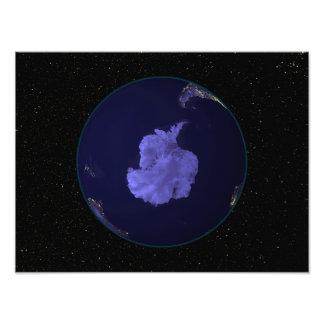 都市ライト7を示す夜の完全な地球 フォトプリント