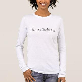 都市出国-エリアス(女性)の息子 Tシャツ