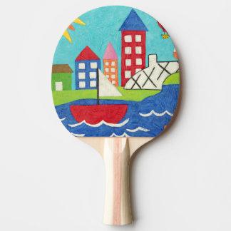 都市景観のヨットおよび熱気の気球 卓球ラケット