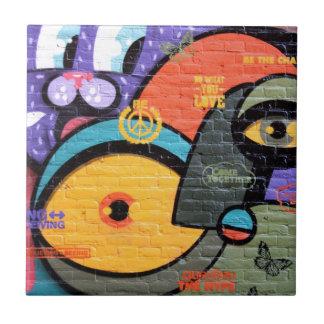 都市通りの芸術落書き タイル