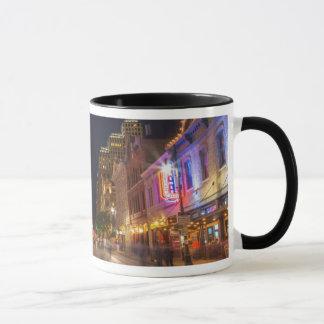 都心のオースティン、テキサス州の薄暗がりの第6通り マグカップ